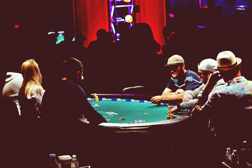 Asiknya Bermain Poker di Casino Online